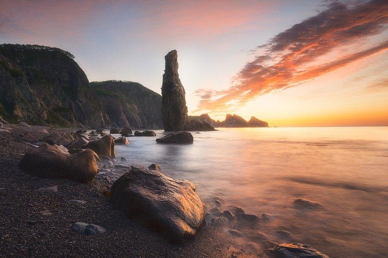 рассвет краски свет море кекур камни волны пейзаж утро морской пейзаж россия  фото мыс 4х скал Гигант встречает утроphoto preview