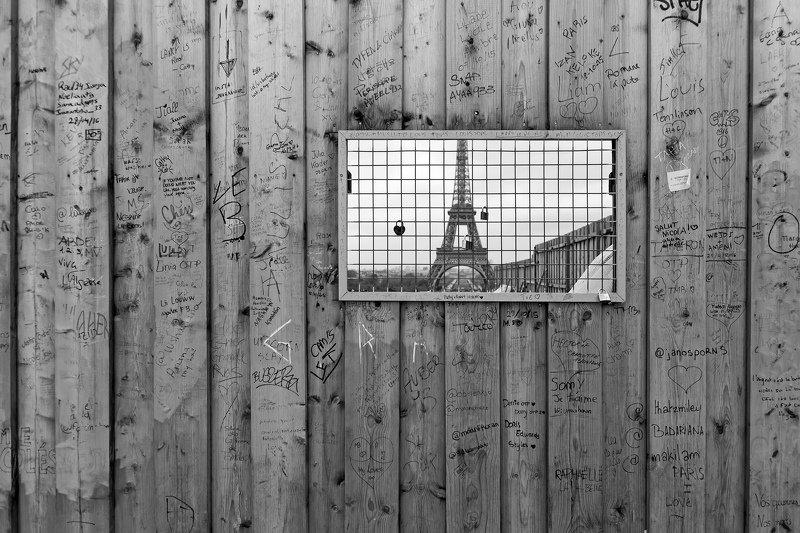 Окно в Парижphoto preview