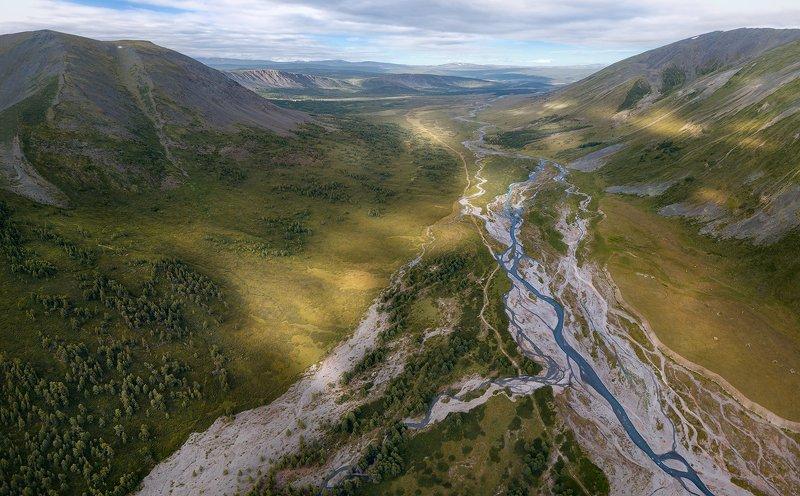 пейзаж, природа, ущелье, горы, высота, полет, дрон, квадрокоптер, река, тара, дара, южно, чуйский, хребет, алтай, сибирь, поход, путешествие, пятна, солнечные, большой, высокий, облака, далекий Ущелье реки Тараphoto preview