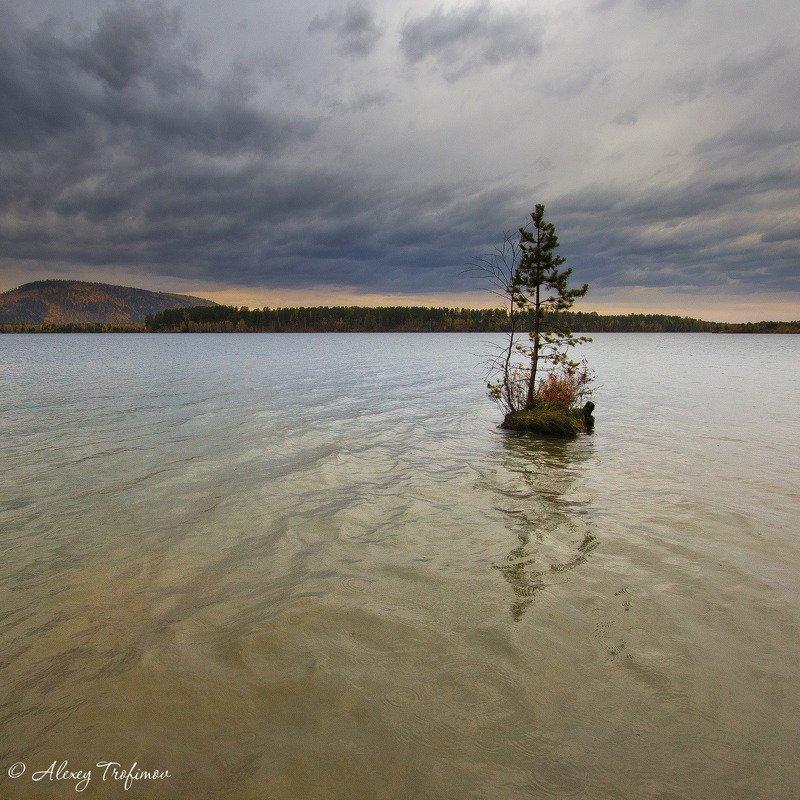 Самый маленький остров. Осеньphoto preview