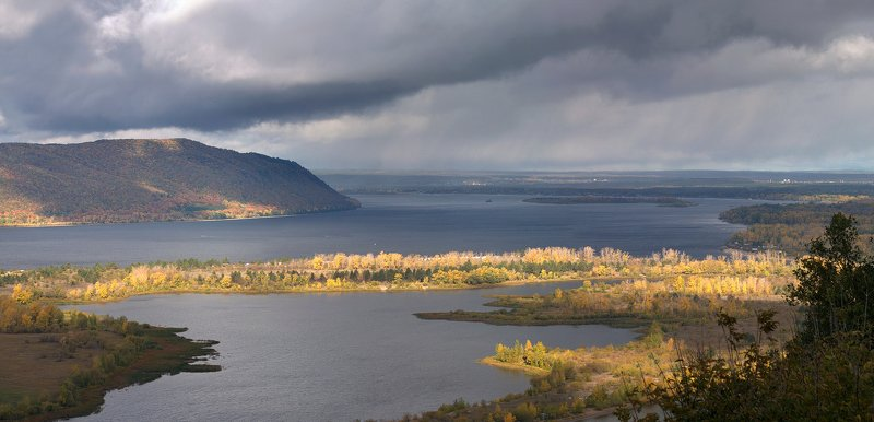 осень, волга, самара, река, горы, жигули Осенний вид на Волгу и Жигулёвские горы возле Самарыphoto preview