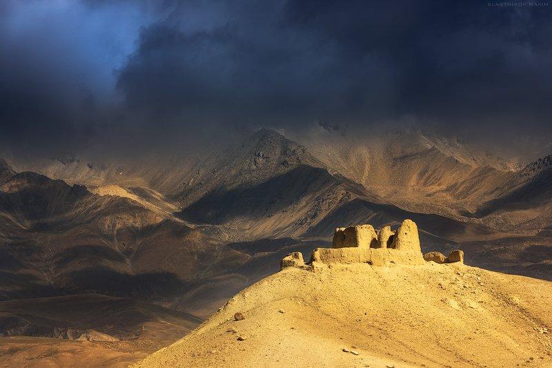 непал, мустанг, гималаи, снег, вершина, королевство, тишина, пустыня, свет, тьма, высота, путешествия, первал, nepal, облака, travel, sky, trekking, travel, explore, sky Старый замокphoto preview