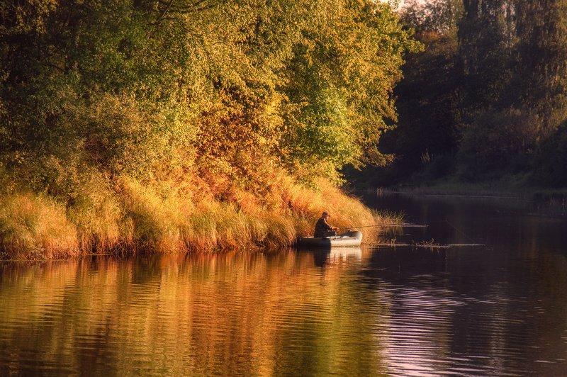 Золотой час для рыбалкиphoto preview