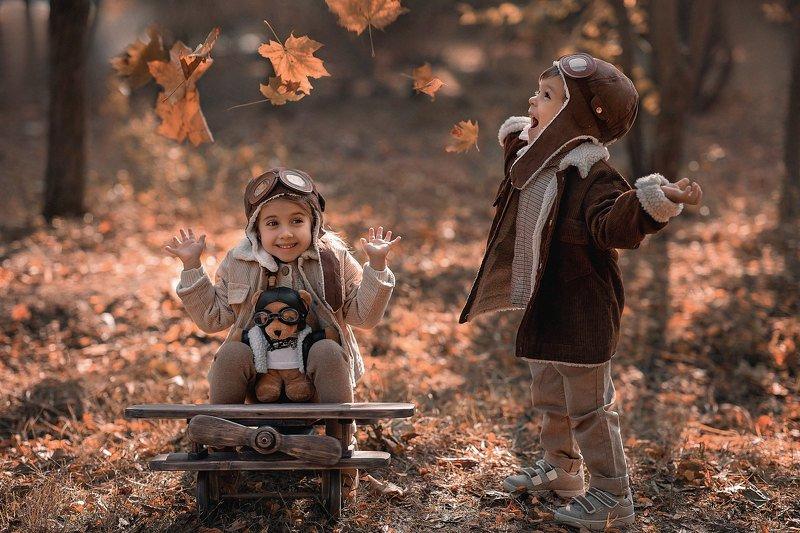 детская съёмка, самолёт, осень photo preview