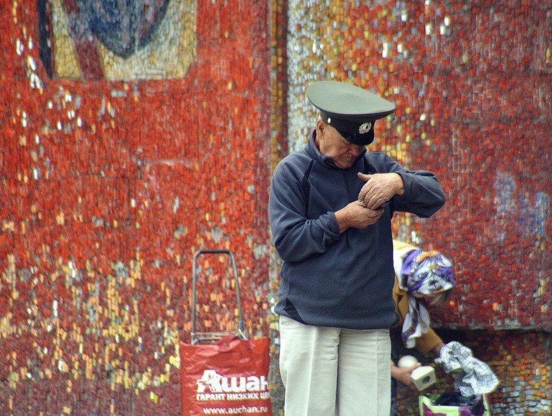 город, улица, человек  секретики photo preview
