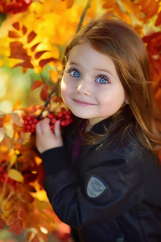 голубые глаза детский портрет Анечкаphoto preview