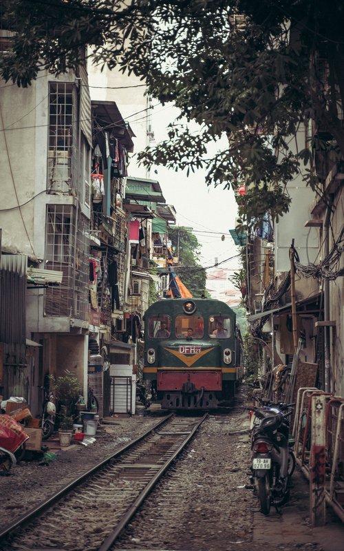 train hanoi vietnam street Hanoi trainphoto preview