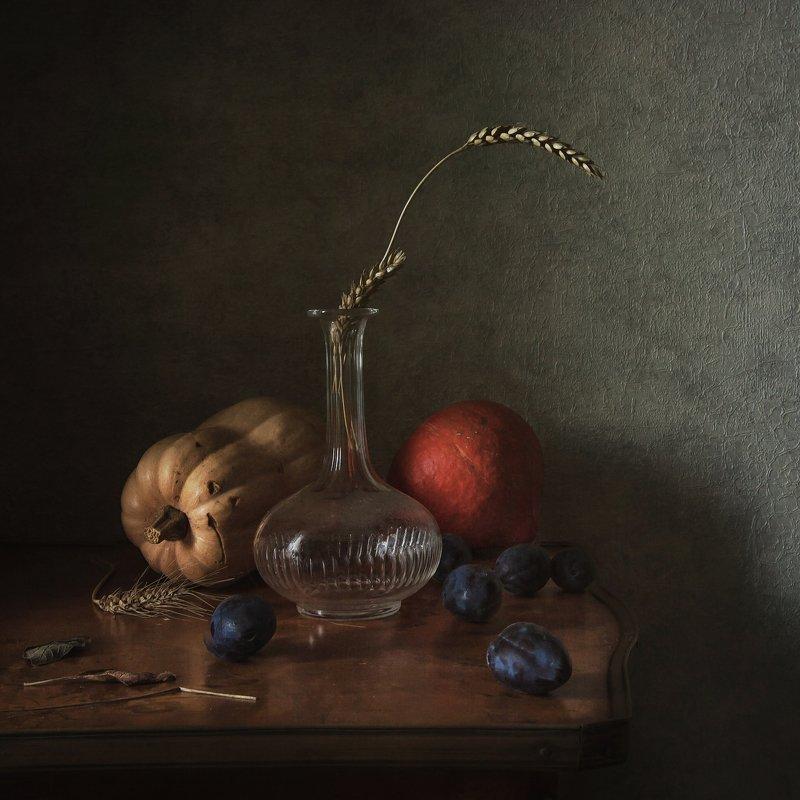натюрморт, стекло, фарфор, тыквы, сливы, колосья Осенний миксphoto preview
