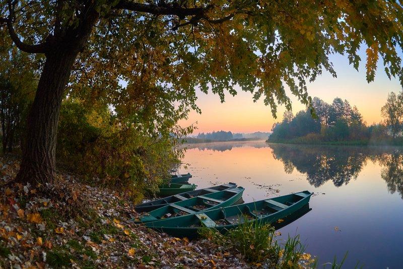 рассвет, утро, лодки, осень, река, листья, отражение Пристань местного яхт-клуба )photo preview