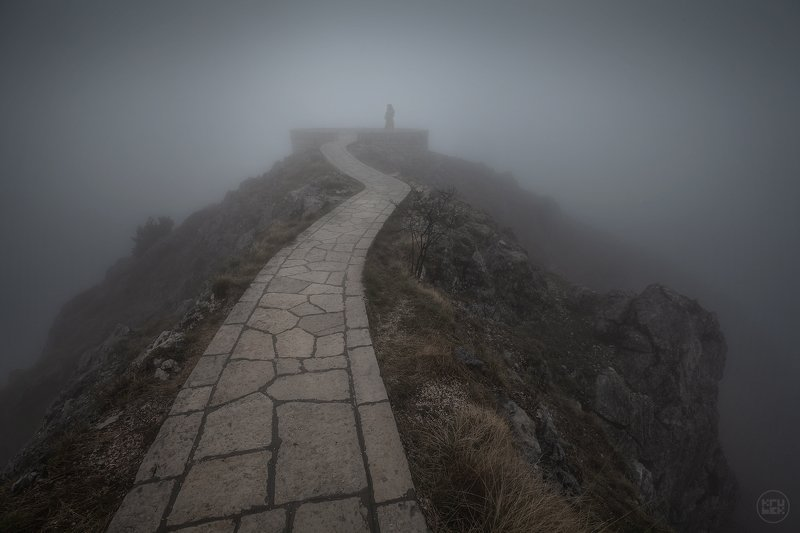 черногория, туман, горы Между телом и духомphoto preview