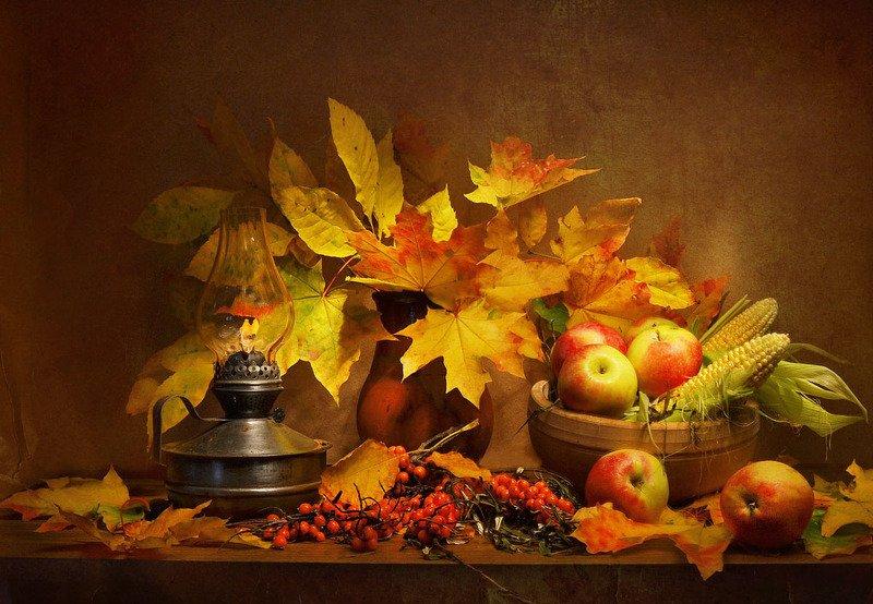 still life, натюрморт,фото натюрморт, стихи, октябрь, осень,кленовые листья,керосиновая лампа, яблоки, облепиха ...осени волшебной красота...photo preview
