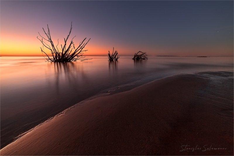 вечер, закат, отражения, берег, пляж, свет, зарево, пейзаж Тихий вечерphoto preview