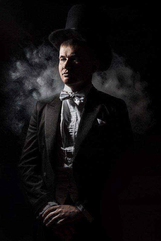 мужчина, потрет, история, историческая фотосессия, дым, котелок, шляпа, герой Герой произведенияphoto preview