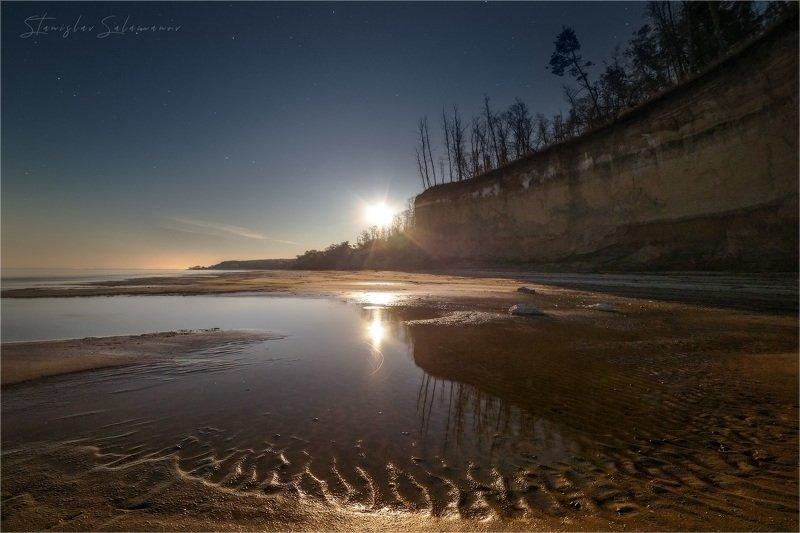 ночь, берег, пляж, отлив, лес, отражения, кручи, звезды, пейзаж Лунная ночьphoto preview