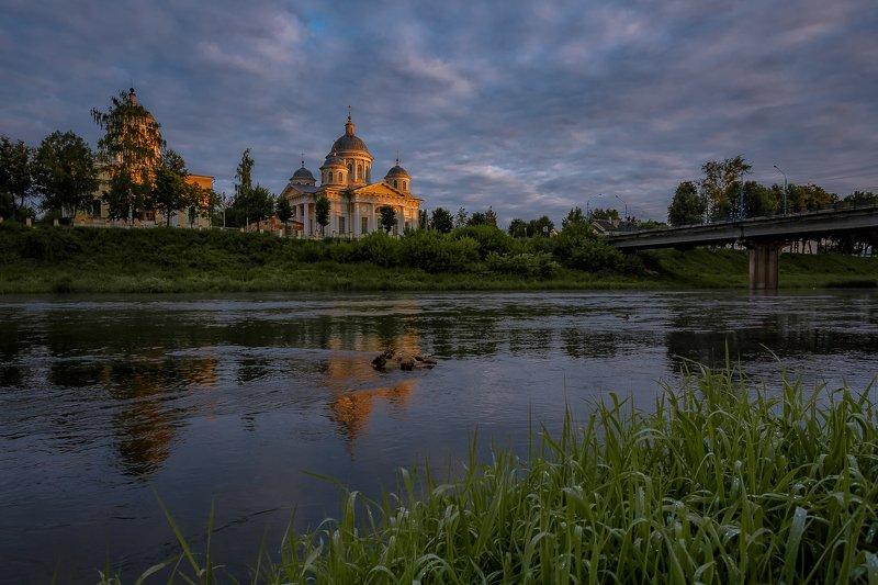 торжок, рассвет, тверская область, церковь, храм, россия, лето Летним утром в Торжкеphoto preview