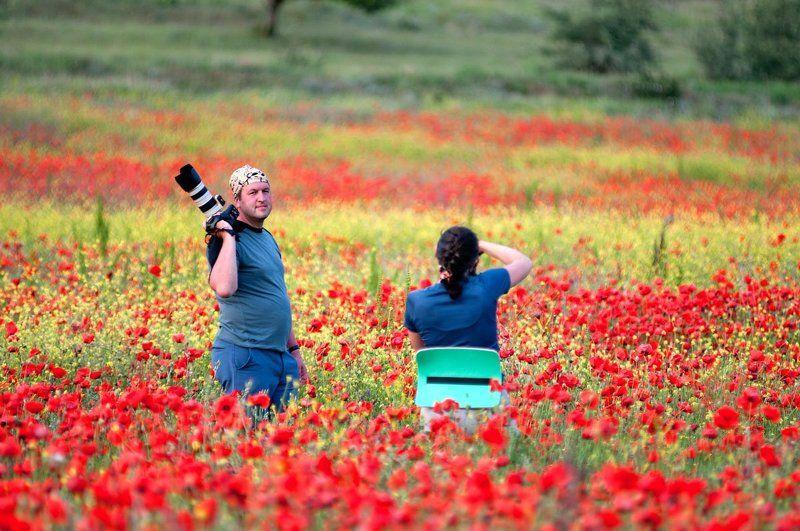 Фотографы в маковых поляхphoto preview