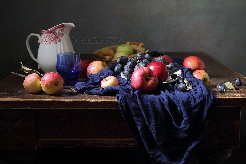 натюрморт, яблоки, виноград, осень, кувшин Яблочкиphoto preview