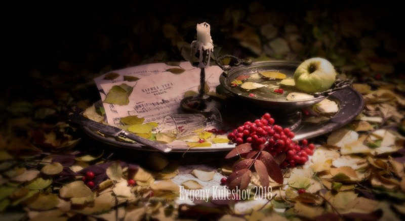 осень,  опавшие  листья, свеча,  ноты,  рябина,  дача,  романс, Евгений Кулешов, фотограф Евгений кулешов Забытый осенний натюрмортphoto preview