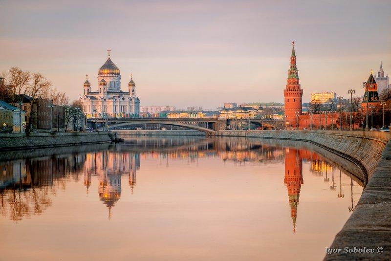 cathedral of christ the savior, kremlin, moscow, reflection, кремль, москва, отражение, храм христа спасителя Московское отражениеphoto preview