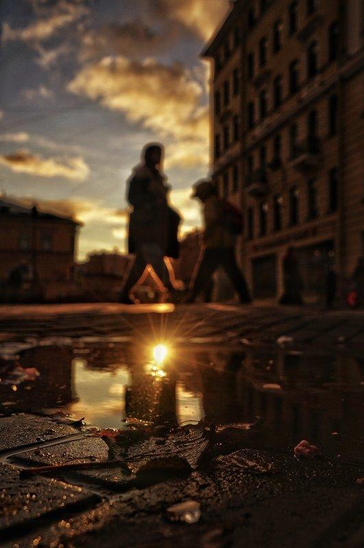 петербург город пейзаж люди streetphoto облака осень Осенний Петербург. Искал сюжеты прямо под ногамиphoto preview