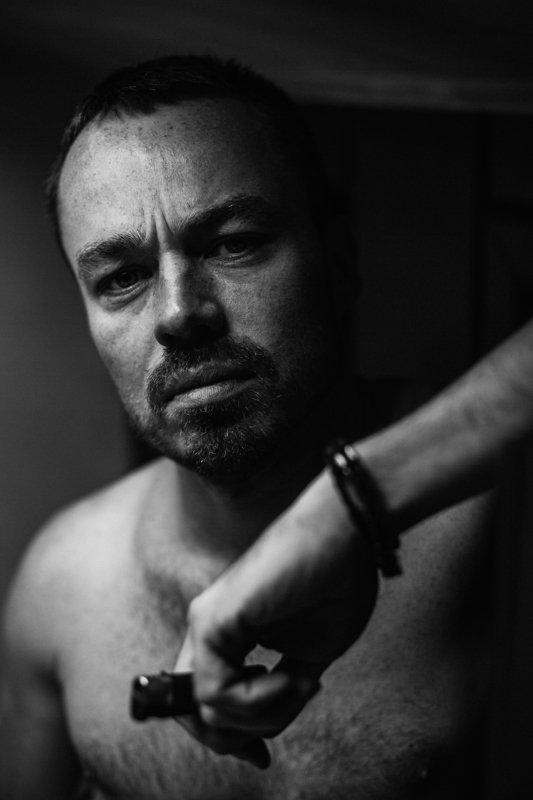 Игорь Шмелев - клипмейкер и видеодизайнер группы Би-2, автор клипа Мачетэ - Нежностьphoto preview