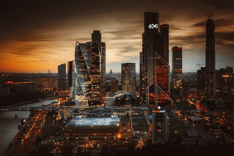 город, мегаполис, москва, москва-сити, небоскребы, бизнес-центр, пейзаж, ночь, вечер, закат, оранжевый, небо, city, metropolis, moscow, skyscrapers, business, center, landscape, night, evening, sunset, orange, sky, Геометрия ночиphoto preview
