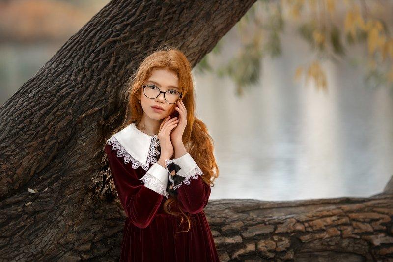 Девочка рыжая взгляд осень Маруся photo preview
