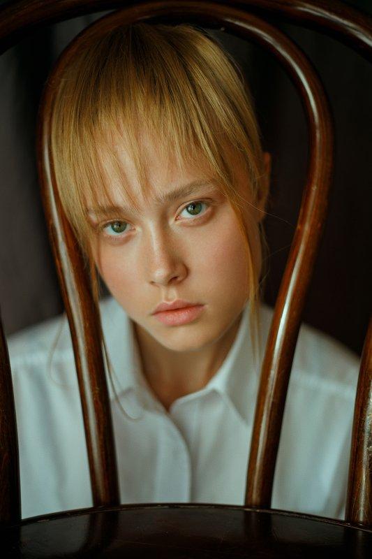 portrait, портрет, girl, light, blonde, portraiture, outdoor, девушка, молодость, сентябрь, лето, summer, lines, retouch, ретушь, цвет, canon,frame Anna in framephoto preview