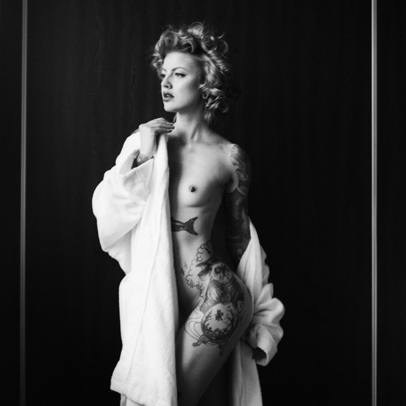 akt, nude, analog, pentacon six, topless, fineart, women, bw, 6x6, ninoveron, Sofiaphoto preview