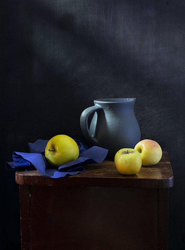 натюрморт, фрукты Про три яблокаphoto preview
