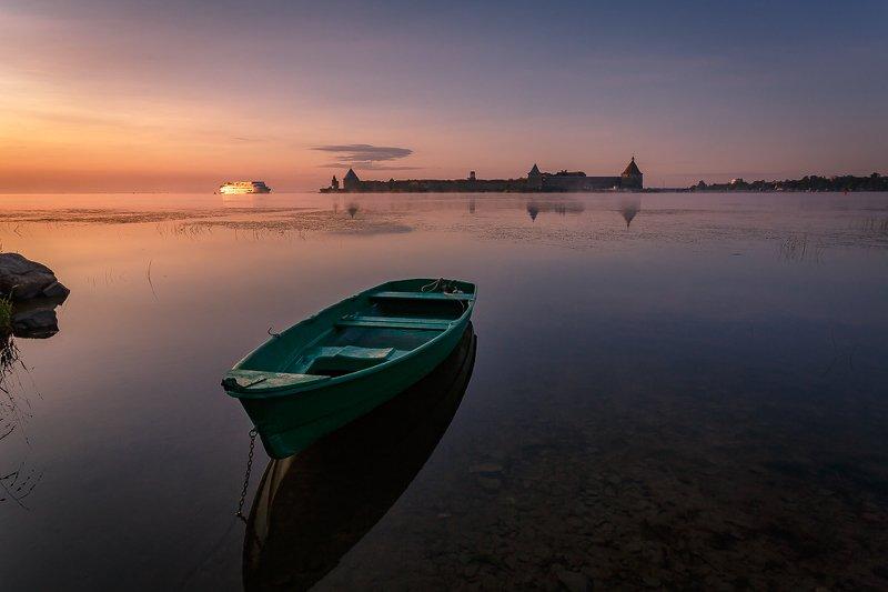 крепость орешек рассвет ленинградская россия лодка russia шлиссельбург sunrise Орешек, лодочка и круизный лайнерphoto preview