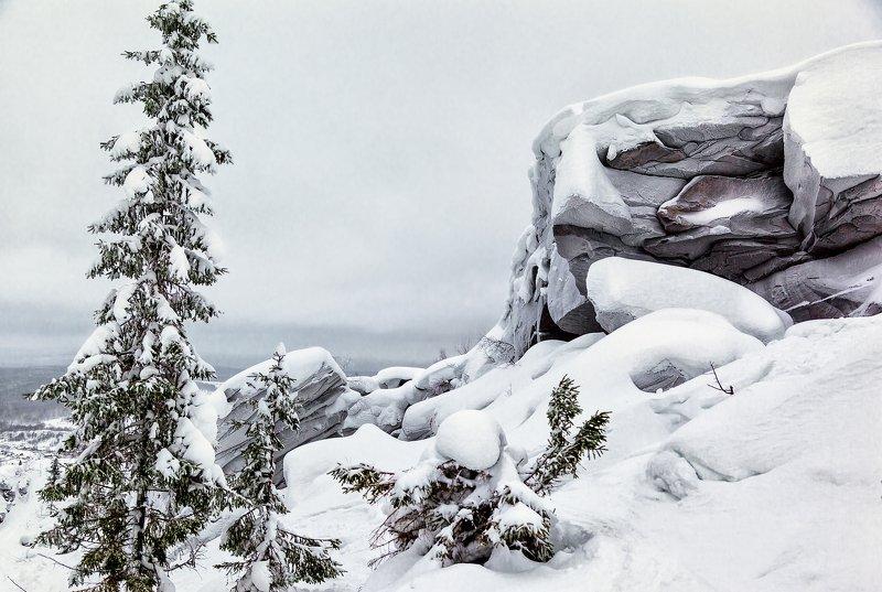 Урал, зима, скальник, камни, снег, Уральские горы, Пермский край Гора Крестоваяphoto preview
