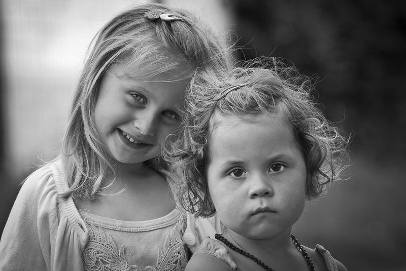 ...beautiful little womans...photo preview