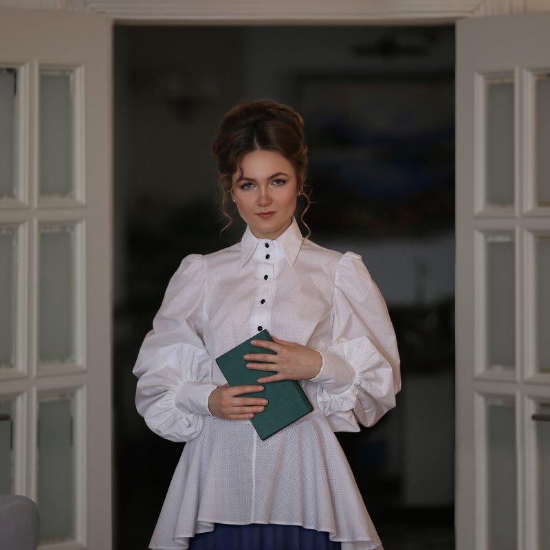 ретро, Наташа Ростова, девушка с книгой, 19 век, книга photo preview