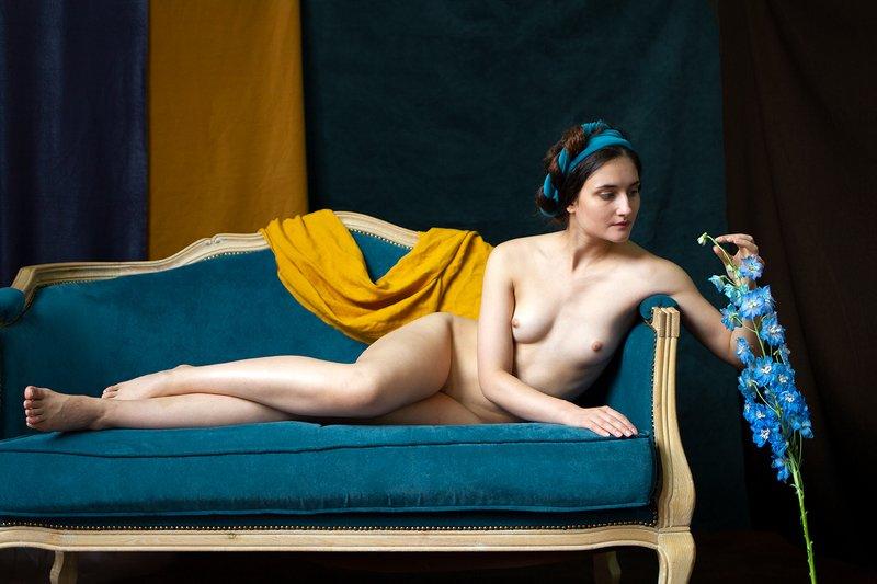 fine art nudes Дама с ирисамиphoto preview