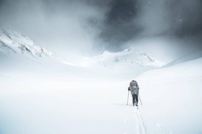 Камчатка, Скалистый, снег, лыжи Непогода приближаетсяphoto preview