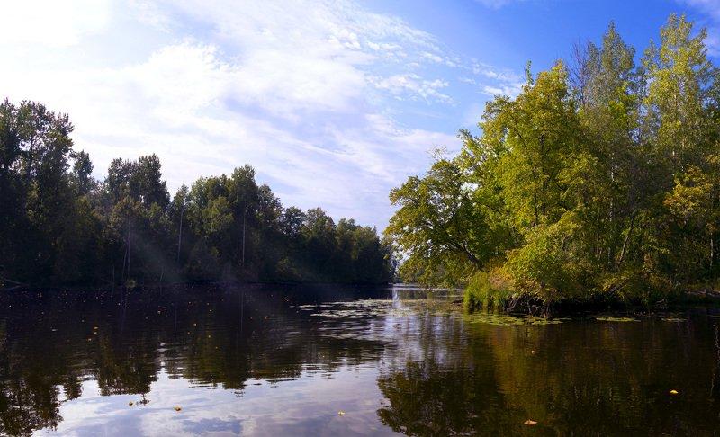 Начало осени на одном из притоков Волгиphoto preview
