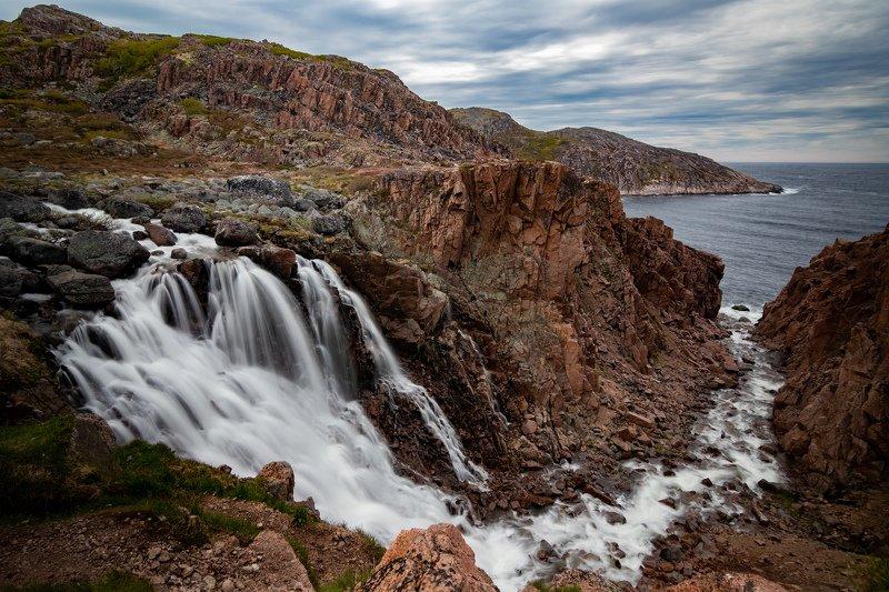 Водопад Малого Батарейного озера. Мурманская областьphoto preview