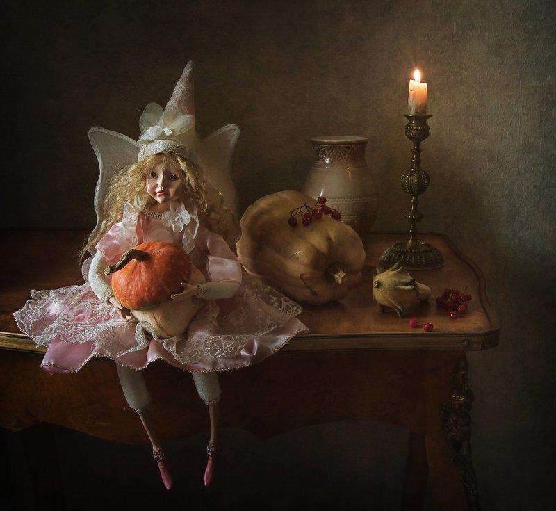 натюрморт, кукла, тыква, ягода, калина, свеча, подсвечник Фея Хэллоуинаphoto preview
