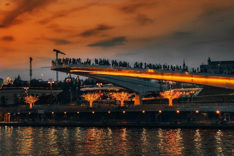мост, парящий, зарядье, парк, москва, река, туристы, закат, оранжевый, bridge, soaring, Zaryadye, Park, Moscow, river, tourists, sunset, orange, Над Москвой-рекойphoto preview