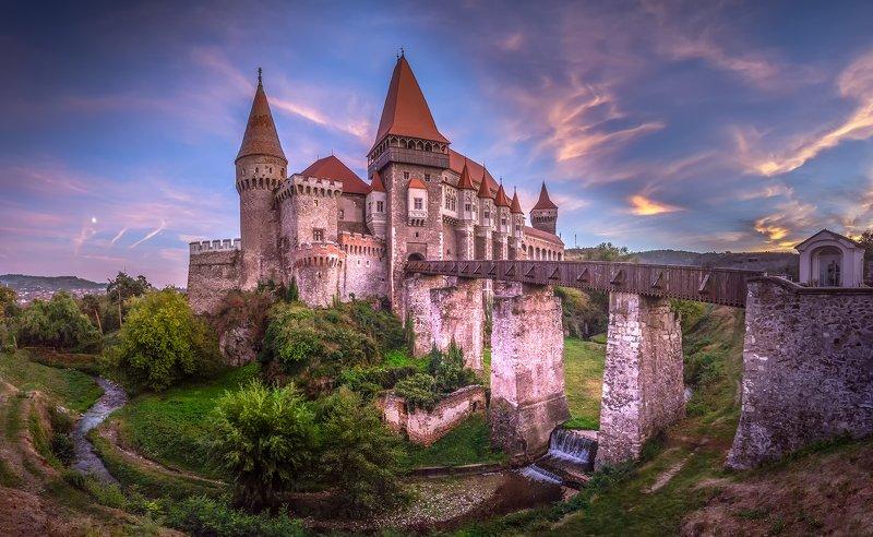 Замок Корвинов в городе Хунедоараphoto preview