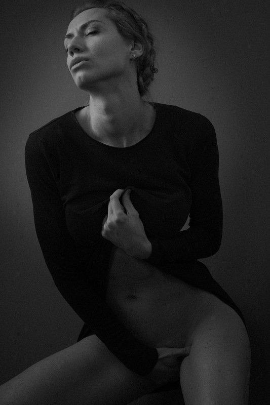 desire, female, art, portrait, sex, sexy, nudes, black and white, wish, watching, orgasm, woman, feminine, sensual, sensuality, erotic, people DESIREphoto preview