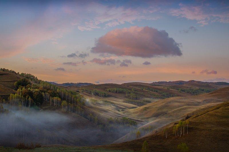 Розовое облако . Рассвет в  трансельвании Румынияphoto preview