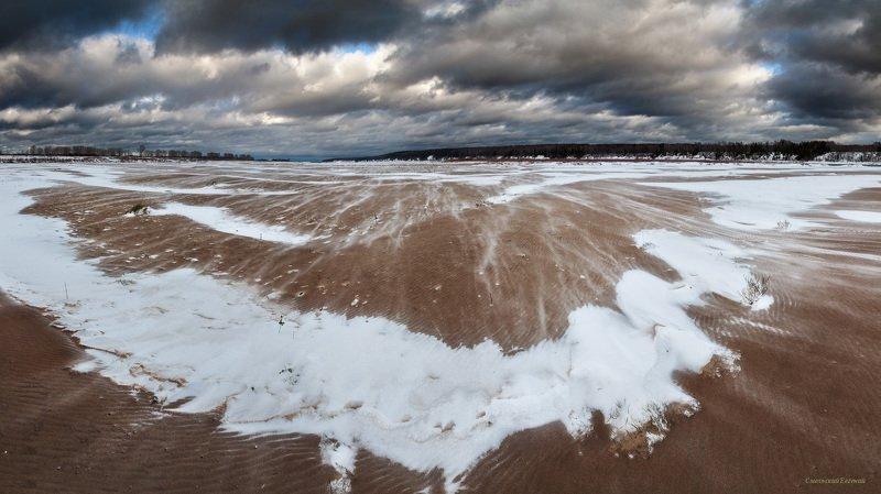 осень, песок, берег, снег, ветер, вьюга, река. Поземкаphoto preview