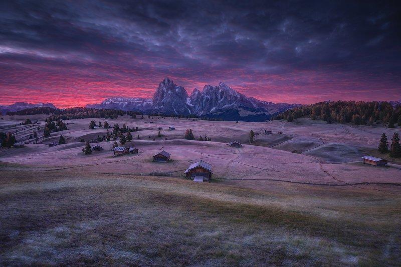 santa maddalena italy dolomiti dolomites landscape moon santa maddalena фото превью