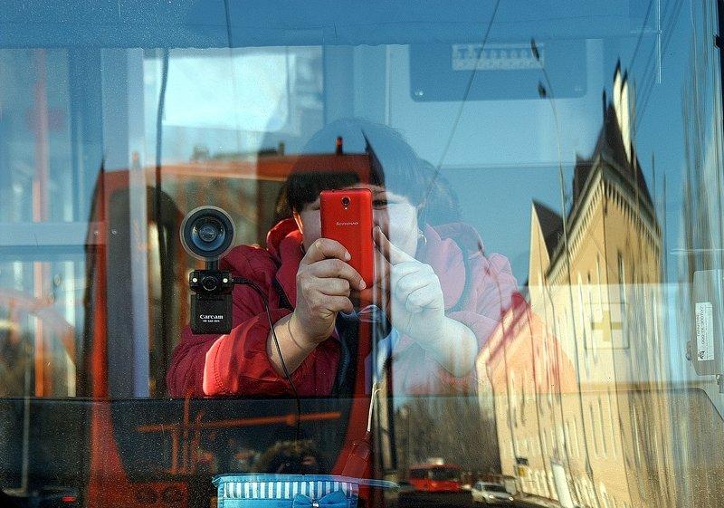 город, улица, человек мобилартphoto preview