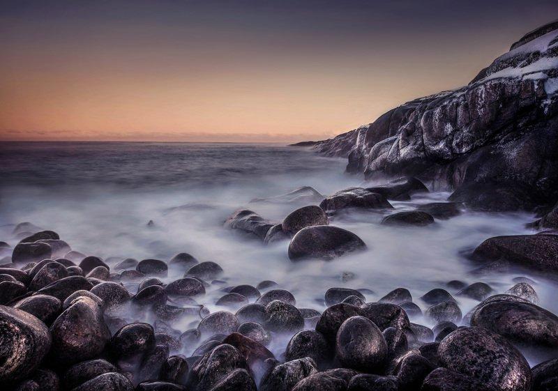 ночной пейзаж закат океан баренцево мре Вода шепчет в движенье. Неподвижный камень молчит. Ветер поёт в своих вихрях. Побережье Баренцева моря. Ноябрь 2019г.photo preview