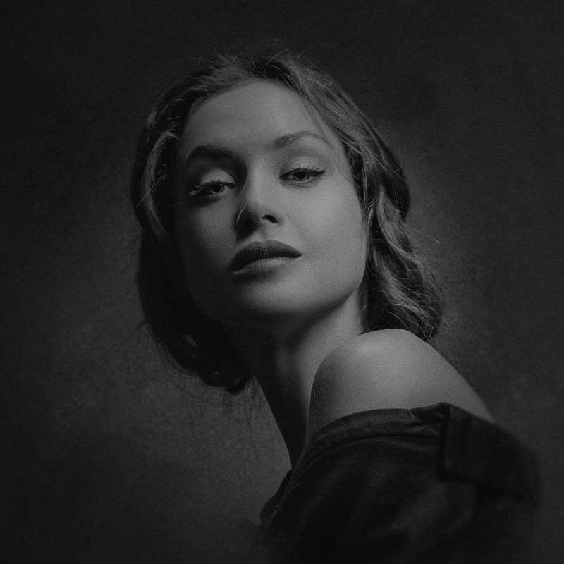 female, art, portrait, honor, honour, heritage, classic, black and white, expression, drama, dramatic, naked, woman, face, body, beauty HONOURphoto preview