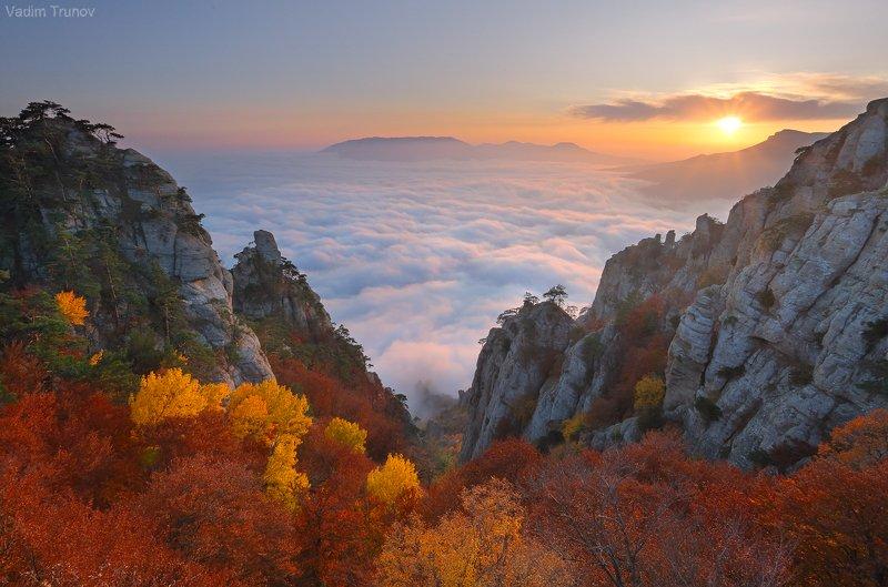 крым, долина привидений, демерджи Облачный закат на Демерджиphoto preview