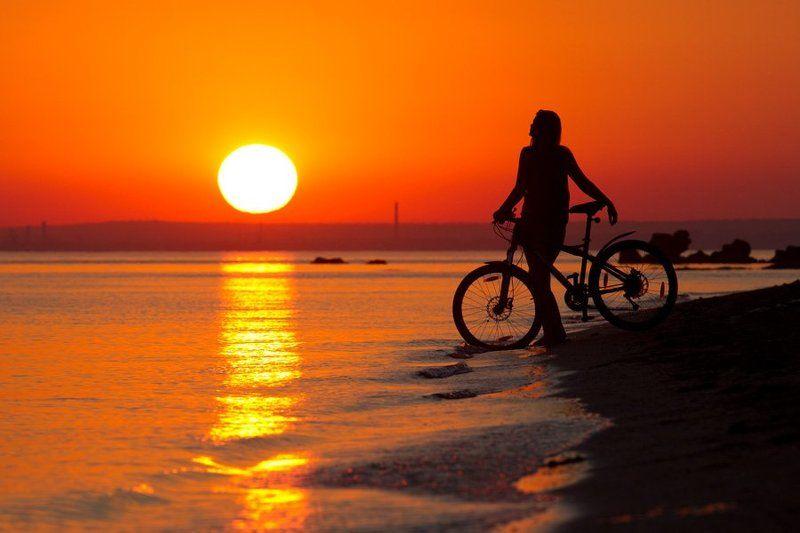 море, девушка, закат, солнце, лето, вечер, велосипед sunsetphoto preview